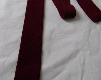 Mens burgundy red tie cravat, french square end slim skinny, knitted textured wool, 70s neck tie