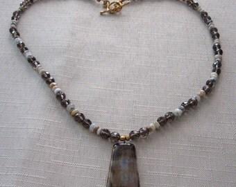 Capuccino agate pendant necklace