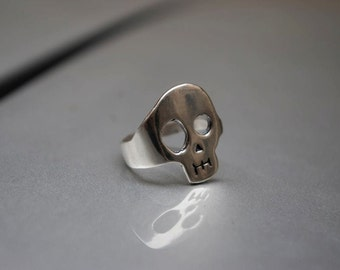 Sad Skull ring in Silver