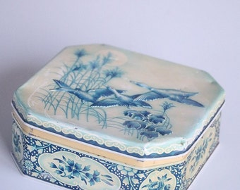 Vintage tin box in faded colors from England