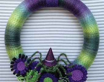 Halloween Spider Wreath, Striped Wreath, Yarn Wrapped wreath, Felt Flower Wreath