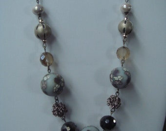 Beaded necklace with gunmetal chain