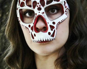 20% OFF! - Muerte del Amor - The Death of Love -  Dia de los Muertos Calavera -Inspired Masquerade Ball Mask - Red and White with Hearts