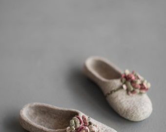 Women felted slippers house shoes Beige clogs with moss green marsala flower Organic wool clogs Eco friendly woolen shoes Embroidered clogs
