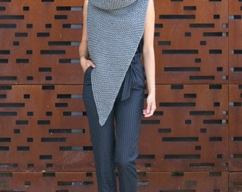 Pointy Cowl – extra chunky vest with oversized knit turtleneck cowl / hood