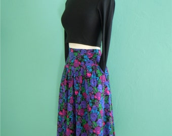 80's floral print skirt with pockets ~ medium large