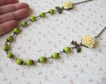 Green necklace, beaded flower necklace, bronze vintage style jewelry, bow necklace, gift for her, romantic jewelry, Europe