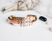 Universum-Armband. Inspirierend. Phasen der Mond-Manschette. Inspirierende Armband. Hand gestempelt Armband. Geschenk für sie. Mond-Schmuck. RTS