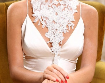 Bridal ivory lace necklace. Floral lace necklace decorated with ivory pearls.  Lace Choker. Bridal Neck Piece