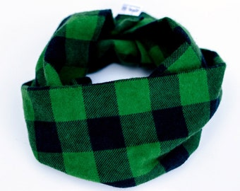 Flannel baby infinity scarf, Gift for Baby, Forest green baby scarf, Toddler scarf for Fall, Scarf with snaps, Plaid baby cowl, Teething bib