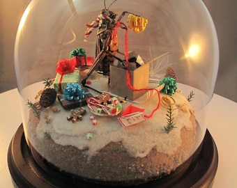 Grasshopper Wrapping Christmas Gifts, Medium Insect Diorama