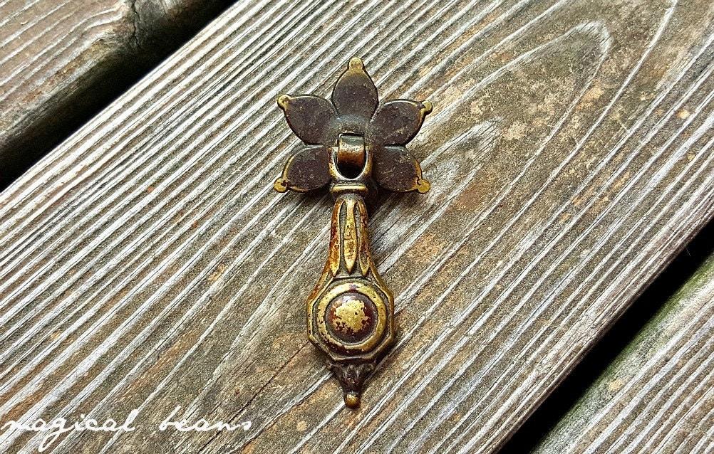 KBC Teardrop Dresser Pull Antique Drawer Pulls Antique Pendant ...