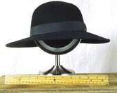 1990s Wide brim, round crown hat size Lg.