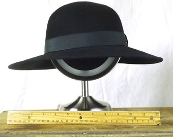1990s Wide brim, round crown hat size Lg.