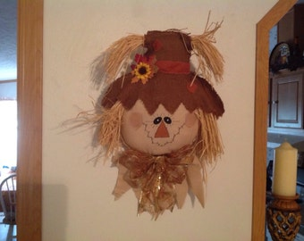 Scarecrow Door Hanger-- Fall decor, Fall decorations, Fall crafts, fall door hanging, fall door greeter