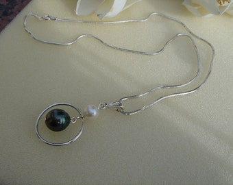 925 Silver necklace with genuine pearls with a great design!
