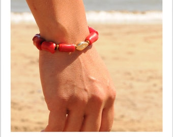 Pearl and Spirit: PANAMA Women Bracelet red bamboo coral + Cauri gold plated.
