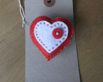 Felt heart brooch red