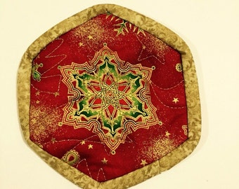 Quilted holiday coasters set of 8 with medium snowflake in red and gold, Christmas coaster set