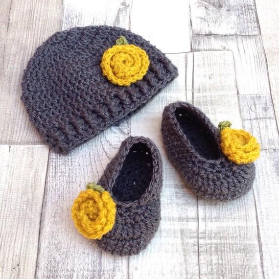 Crochet booties hat set, newborn baby gift, grey mustard crochet baby beanie, crocheted Mary Janes, mustard yellow, baby shower, winter hat