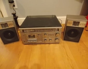 vintage emersom MC1255 stereo system record player and cassette deck with speakers