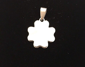 Four-leaf clover pendant with possibility of custom engraving