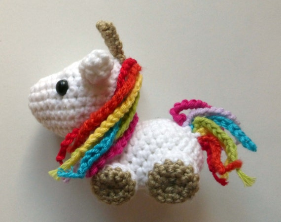 Amigurumi Crochet Unicorn : Unicorn amigurumi crochet white and rainbow small