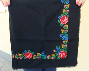 Floral scarfRussian scarf Black shawl Ukrainian shawl Black scarf Vintage shawl Wool ShawlBabushka scarfShawls Scarves Soviet vintage