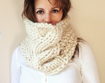 Bulky Cable Knit Cowl in Ivory