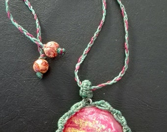 Psycodelico rngarzado n macramr color necklace and hand painted.