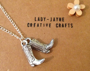Cowboy boots 18'' silver-plated novelty necklace. Novelty jewellery. Mad about cowgirls.