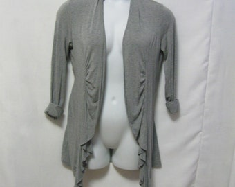 """Vintage Misses M Philosophy Gray Long Open Front Cardigan Sweater with Ruffle Front - Bust 46"""" Length 34"""" - Light Weight Misses Medium"""