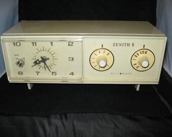 Vintage Zenith Solid State Alarm Clock AM Radio B-258P