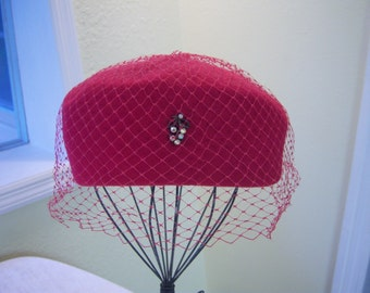 Raspberry color 100% wool hat/Hat from the 1950s/Vintage hat size Medium/Union tag on hat/Wool hat with netting and jeweled decoration