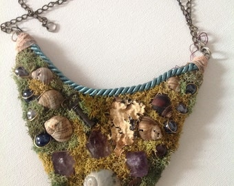 Real moss and crystal woods necklace