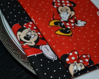 Set of 4 reversible kids' napkins featuring Minnie Mouse.
