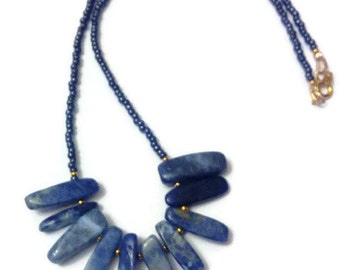 Necklace in sodalite and rubbles