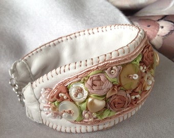 Bracelet of leather with embroidery silk ribbons