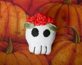 Halloween Skull With Red Roses Brooch: Cute Little Stylized Skull With Pin-Back