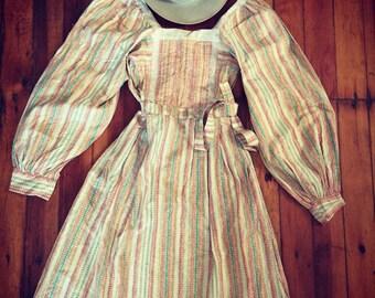 Fantastic 1970s prarie dress, love the sleeves!