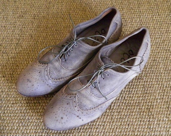 Vintage Grey Beige Leather Lace Up Wing Tip Oxford Shoes Size US Woman 7 1/2 / Euro 38