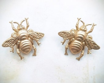FLASH SALE 2 Gold Bee Brooch Gold Bumblebee Tie Tack Gold Bee Lapel Pin Bumble Bee Pin Woodland Wedding Accesorios Bee Jewelry