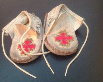 1960's - 70's Era Toddler Leather Beaded Indian Moccasins.