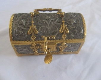 trunk has former treasure chest jewelry