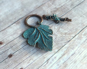 1 set Hand-painted grape vine and leaf toggle clasp, faux patina over antique copper tone alloy metal