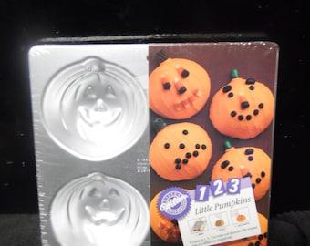 Four Mini Halloween pumpkns cake pan by Wilton New