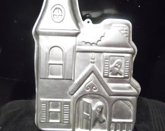 Halloween Haunted House cake pan by Wilton