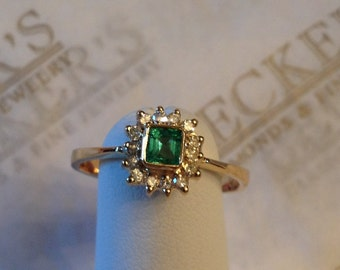 Beautiful Vintage 18k yellow Gold Emerald Cut Emerald and 14 Diamond Halo Ring .39 tw H-I1 size 7