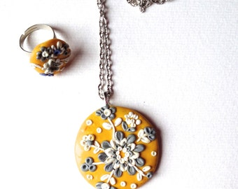 Ornament floral yellow