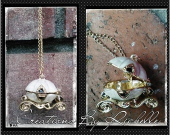 Elegant Cinderella carriage necklace